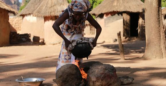 image de l'oeuvre Gwacoulou, Le foyer traditionnel de  Moïse Togo
