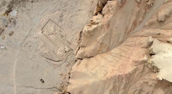 Vue aérienne de l'empreinte d'un Stupa devant le Bouddha assis. Prise de vue Iconem.