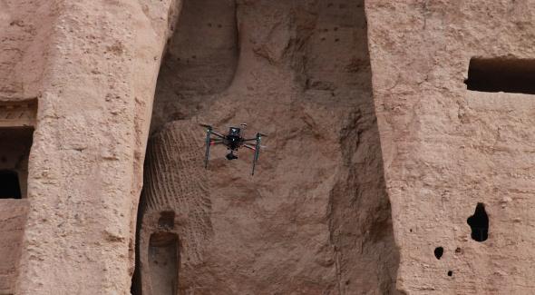 Drone devant le petit Bouddha. Prise de vue Iconem. 